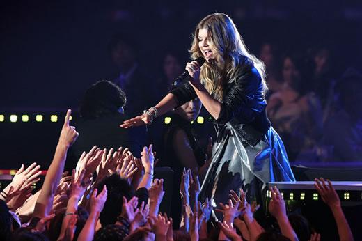 Fergie cantando