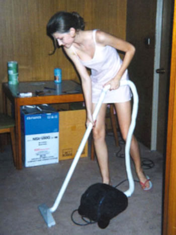 Gisele Bundchen fazendo faxina
