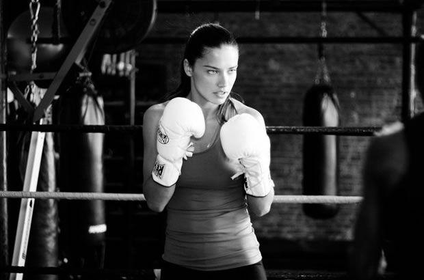Adriana Lima Lutando Boxe