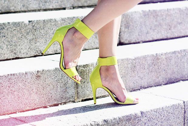 Moda dos Sapatos Neon
