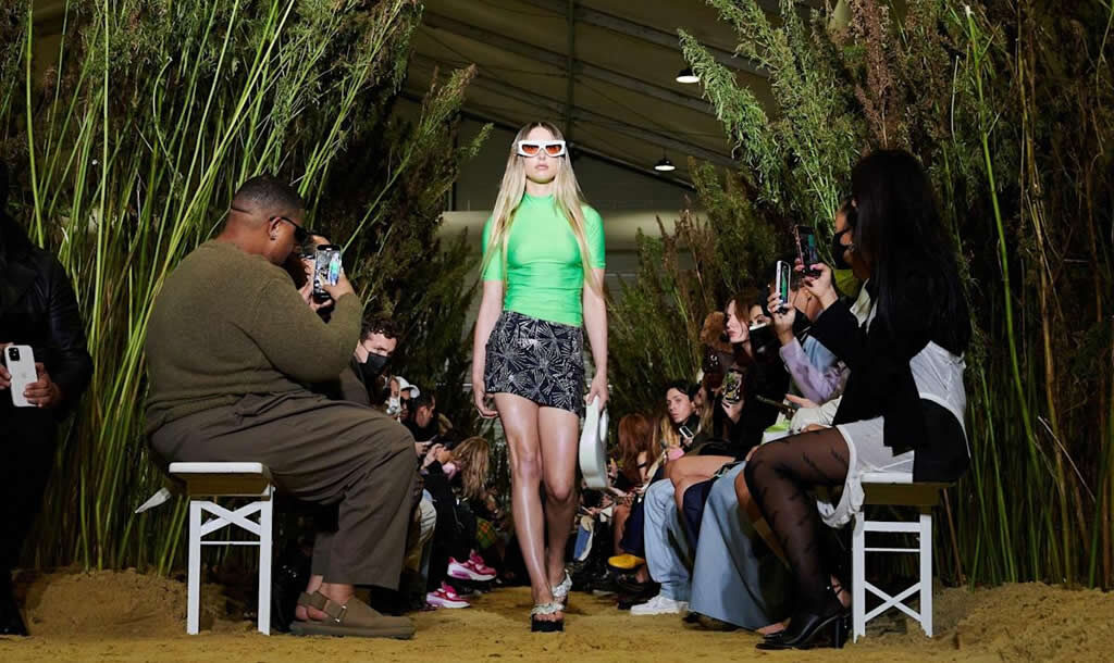Eve Jobs na Paris Fashion Week
